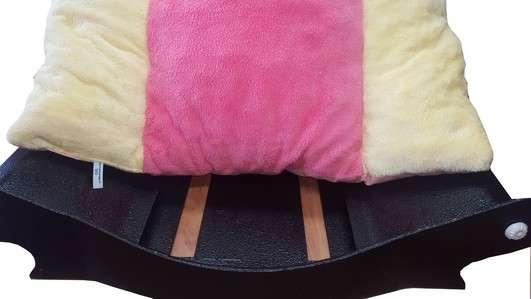 canape couchage pour chien corbeille panier coussin amovible  en fourrure jaune paille rose jaune paille avec bouledog