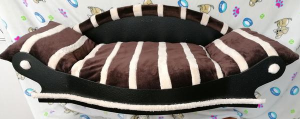 grand fauteuil pour chien coussin marron avec des bandes  écrus fait à la main en France