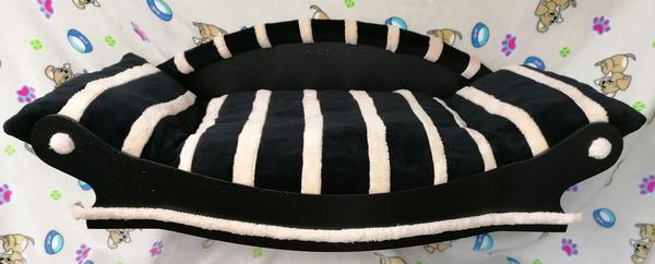 magnifique grand fauteuil pour chien coussin noir avec des bandes écrus